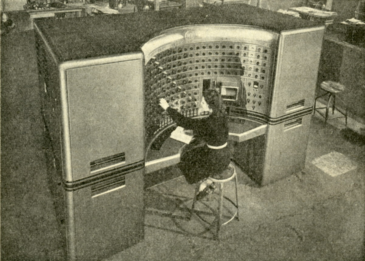 The 'Operateur Mathematique Electronique', analog computer built by the Societe d'Electronique et d'Automatisme in 1949.