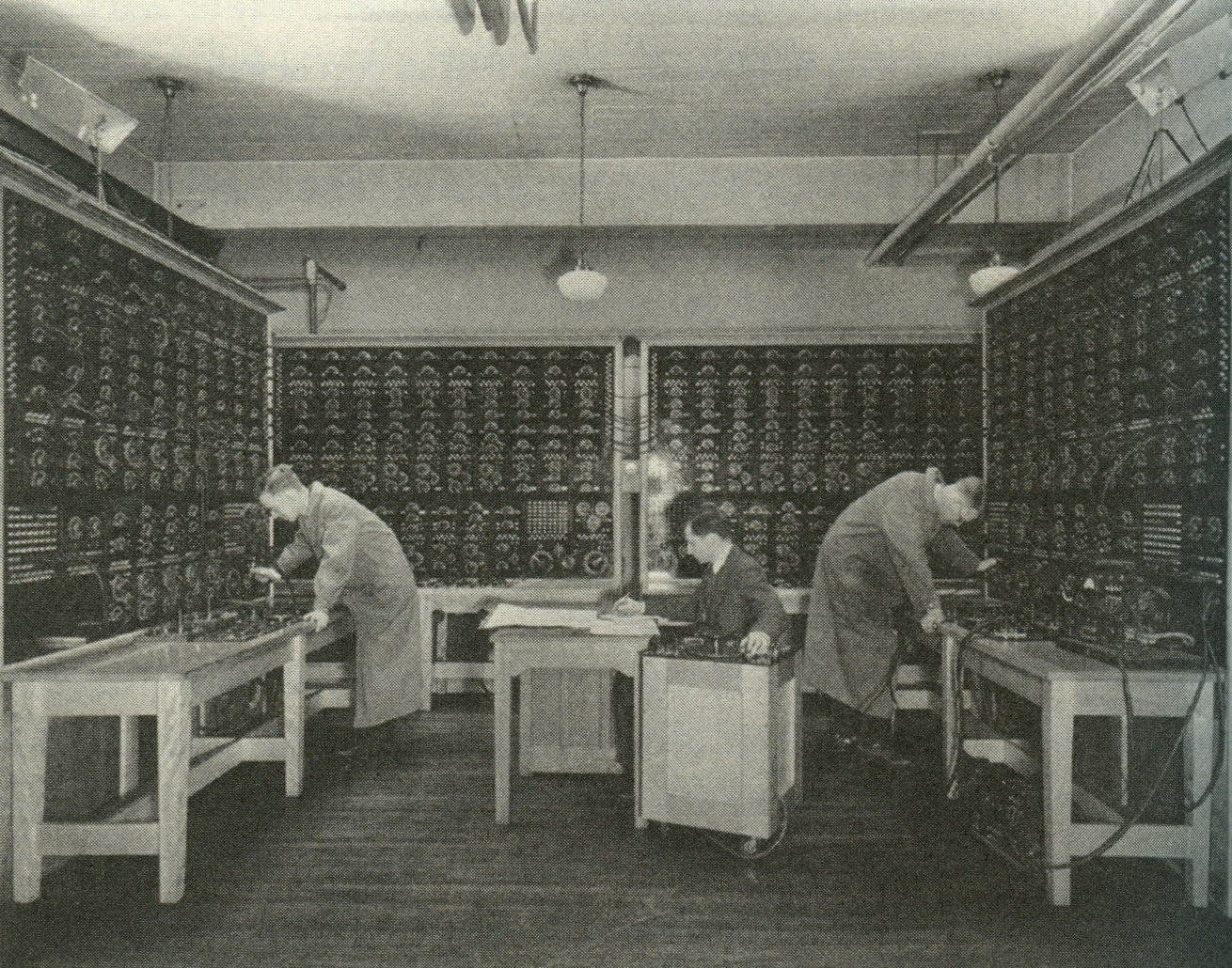 Harold Hazen's network analyzer at MIT, around 1930.