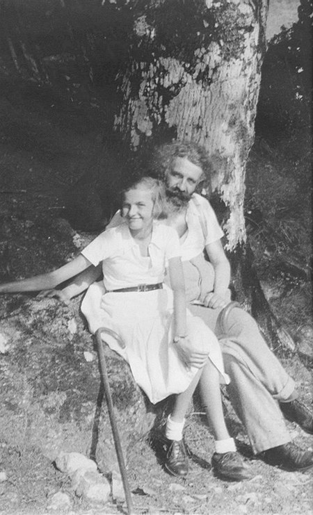 Gaston Bachelard and his daughter Suzanne in 1936.