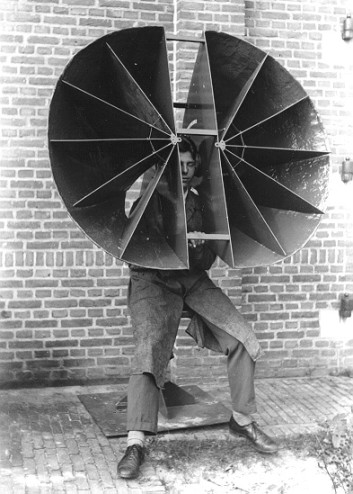 Dutch army experiments for airplane detection, early 1930's.